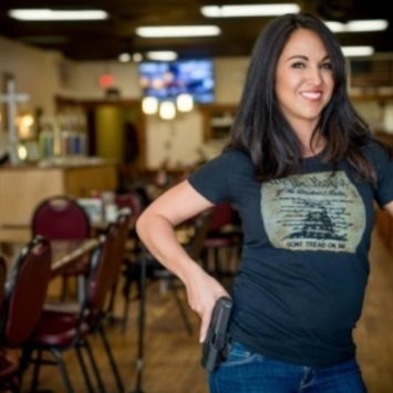 Video: Women Who Is Owner Of A Open Carry Restaurant Speaks Out After Confronting Beto