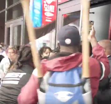 Watch: Anti-Mandate Protesters 'Hold The Line' Rally With NYPD & FDNY. Storm Vaccinated Zone